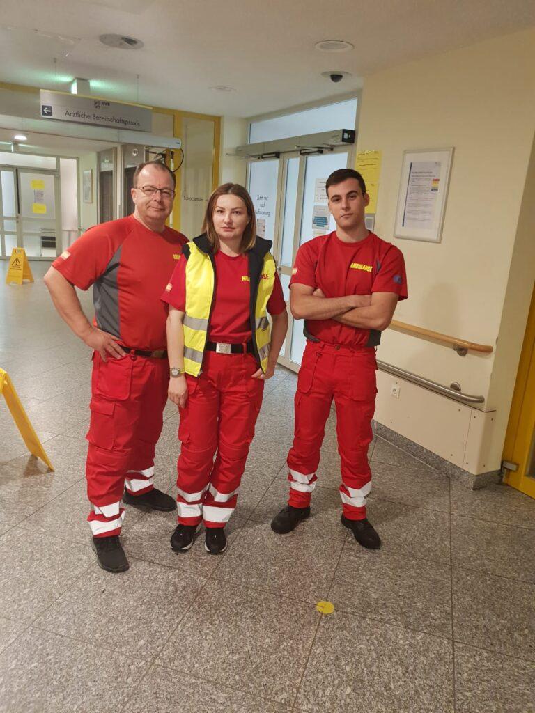 Ein zufriedenes Krankenwagenpersonal.